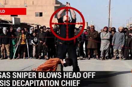 Talibans portant l'uniforme des soldats français