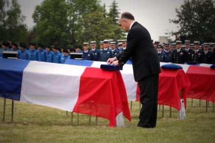 Hollande rend hommage aux Gendarmes